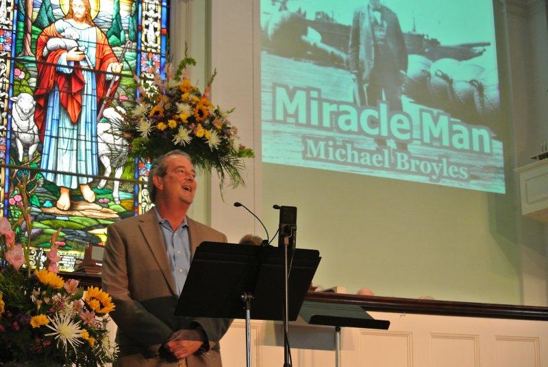 michael-broyles-sings-miracle-man